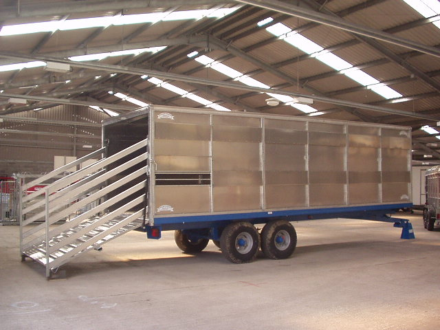 24FT CONTAINER ON WOLD TRAILER