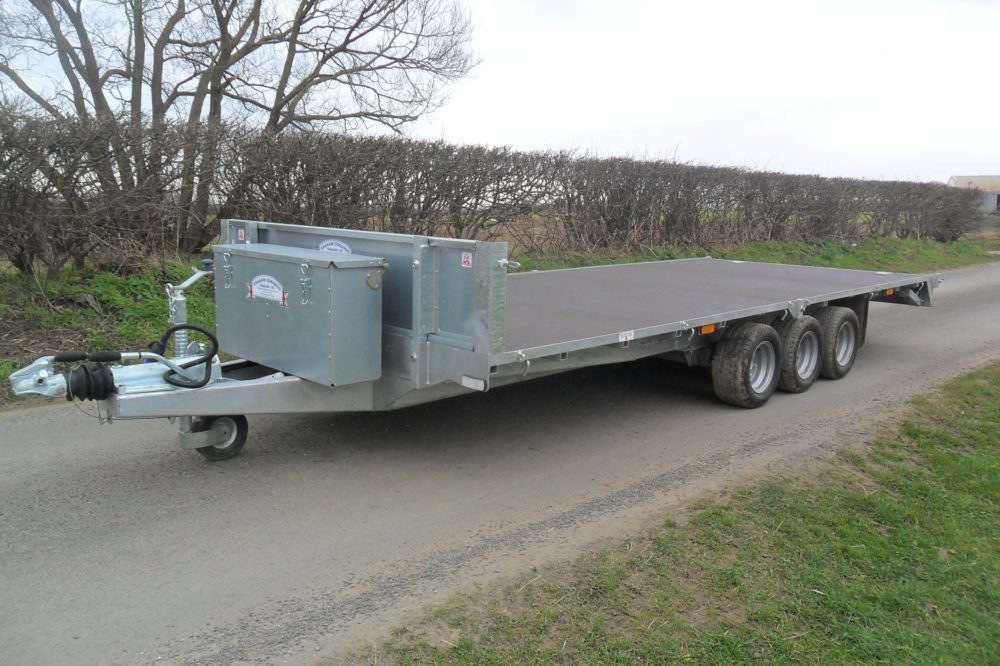 Tri-Axle Flatbed Trailer no sides front box