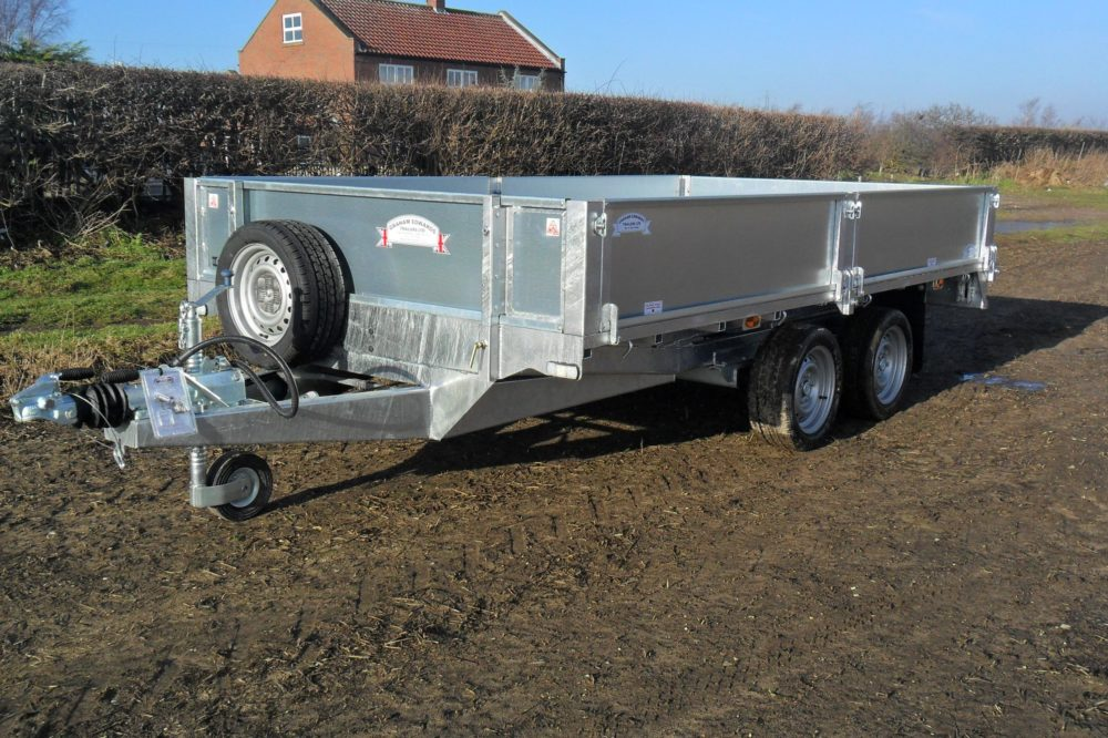 Tandem-Axle Flatbed Trailer with sides