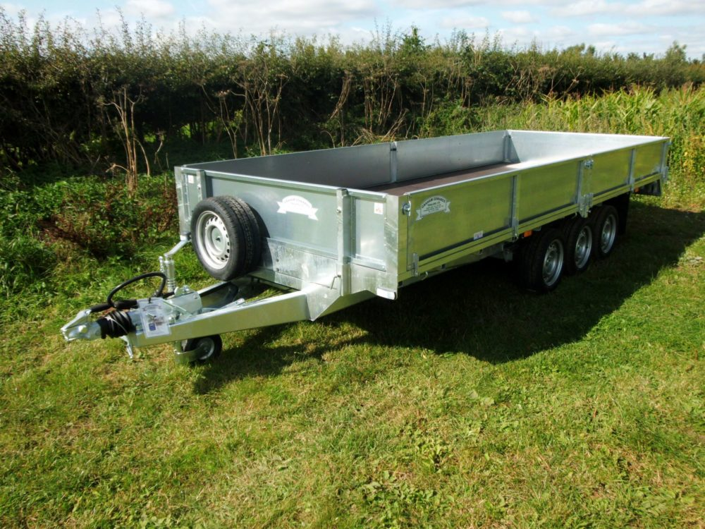Tri-Axle Flatbed Trailer with sides
