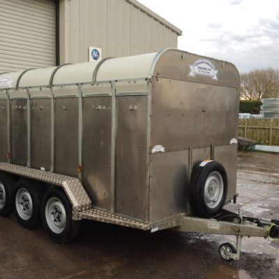 GET12WT Livestock Trailer Wide Tri Axle - Front Vent