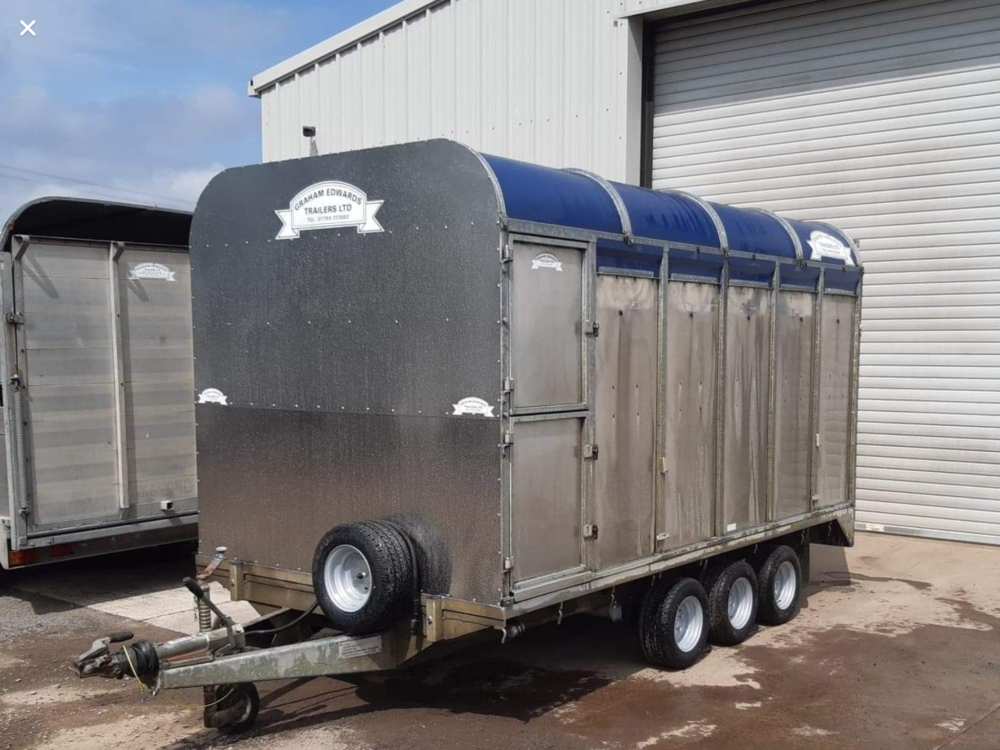 DM12T Demountable Livestock Trailer - 2006 Front View