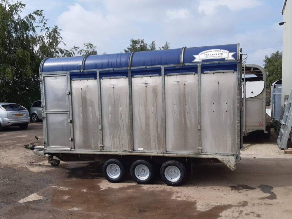 DM12T Demountable Livestock Trailer - 2006 Side