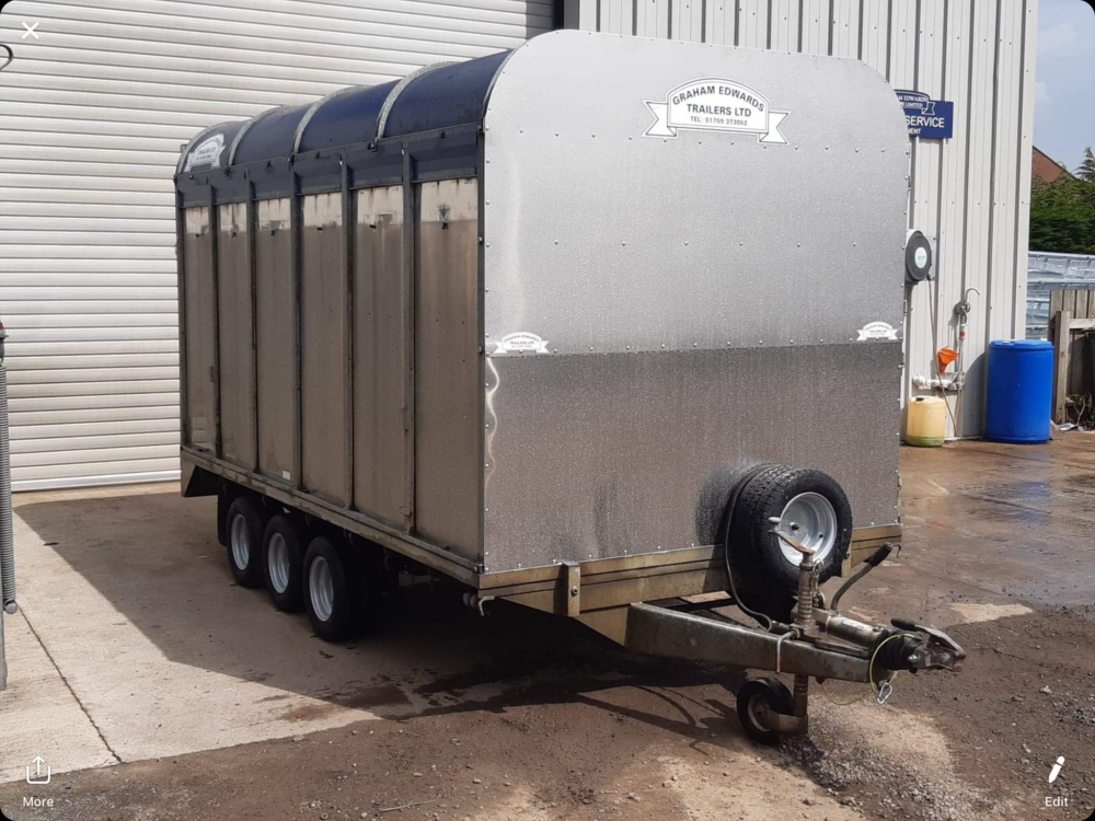 DM12T Demountable Livestock Trailer - 2006 Bulkhead