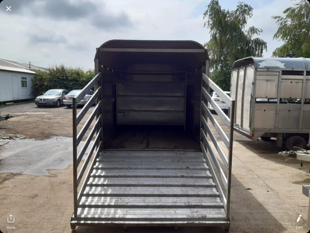 DM12T Demountable Livestock Trailer - 2006 Gates