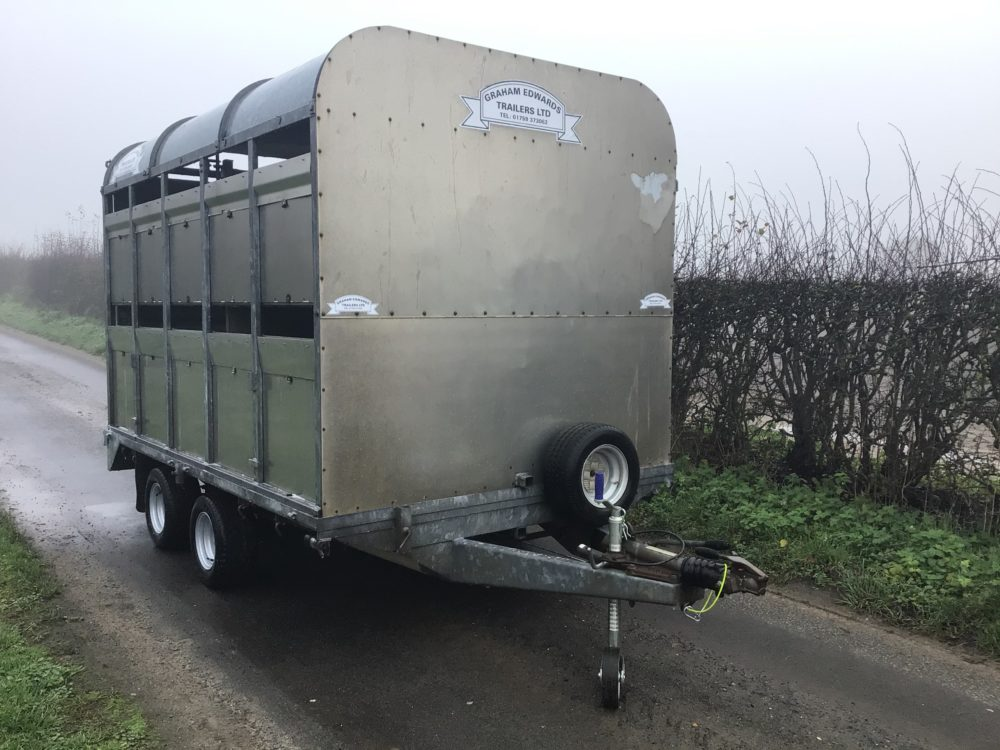 DM10 livestock trailer