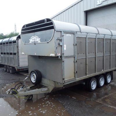 DM14T Demountable Livestock Trailer - 2011 Side