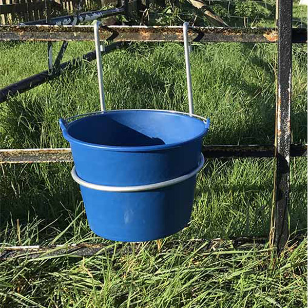 5l bucket and hanger Feeder designed to be hoof proof